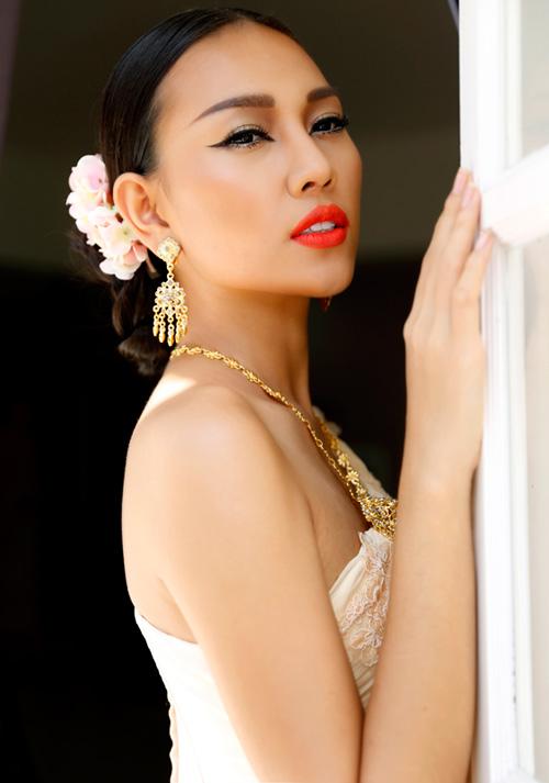 Diệu Huyền hóa thân thành cô gái Thái - 1