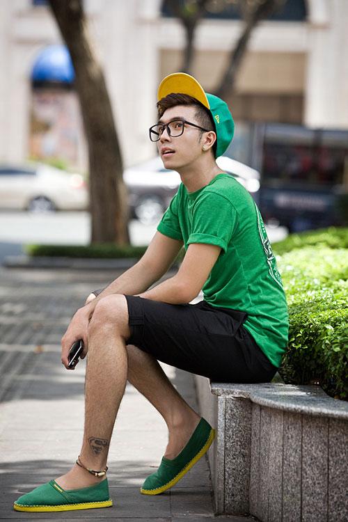 Chàng sinh viên trẻ trung xuống phố - 1