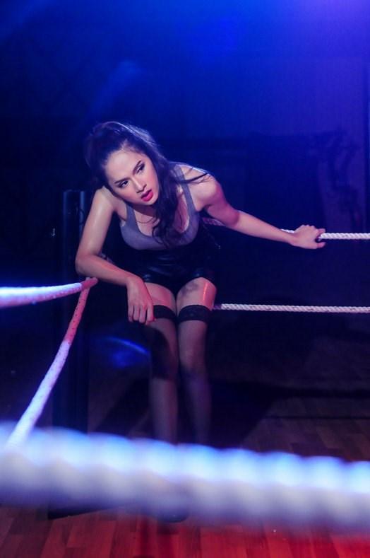 Hương Giang Idol hóa boxing girl gợi cảm - 1