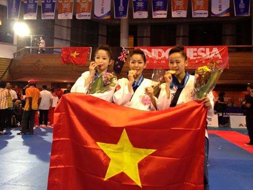 Hoa khôi làng võ Châu Tuyết Vân lần thứ 3 vô địch thế giới - 1
