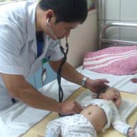 Bé 3 tháng tuổi bị viêm cơ tim tối cấp hiếm gặp