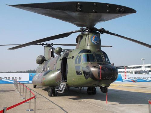 """Hàn Quốc khoe một loạt vũ khí """"khủng"""" - 1"""