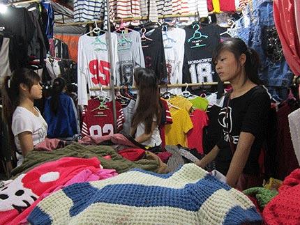 Những nữ sinh viên làm thêm nơi chợ đêm - 1