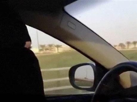 Bắt giữ phụ nữ vì lái xe đưa bố đi viện - 1