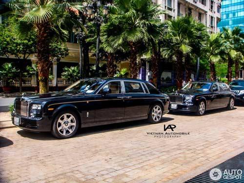 Rolls-Royce Phantom Rồng dạo phố Sài Gòn - 1