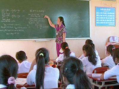 Hàng trăm giáo viên hoang mang vì... thừa - 1