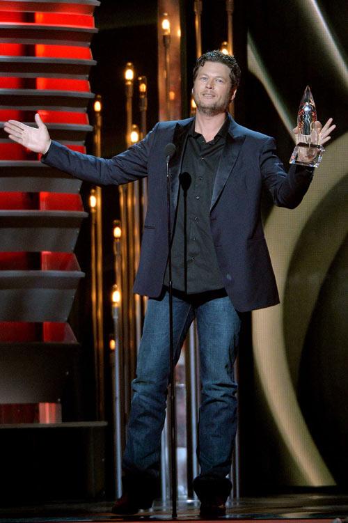 Giám khảo The Voice Mỹ thắng lớn giải CMA 2013 - 1