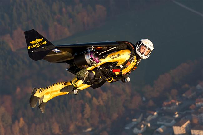 Yves Rossy sinh ngày 27/8/1959 là một phi công người Thụy Sỹ
