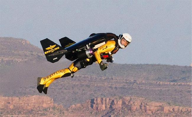 Ngày 7/5/2011, Rossy bay trên hẻm núi Grand ở Arizona.