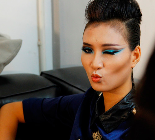 Nam nữ VNTM ngủ vạ vật khi make-up - 1