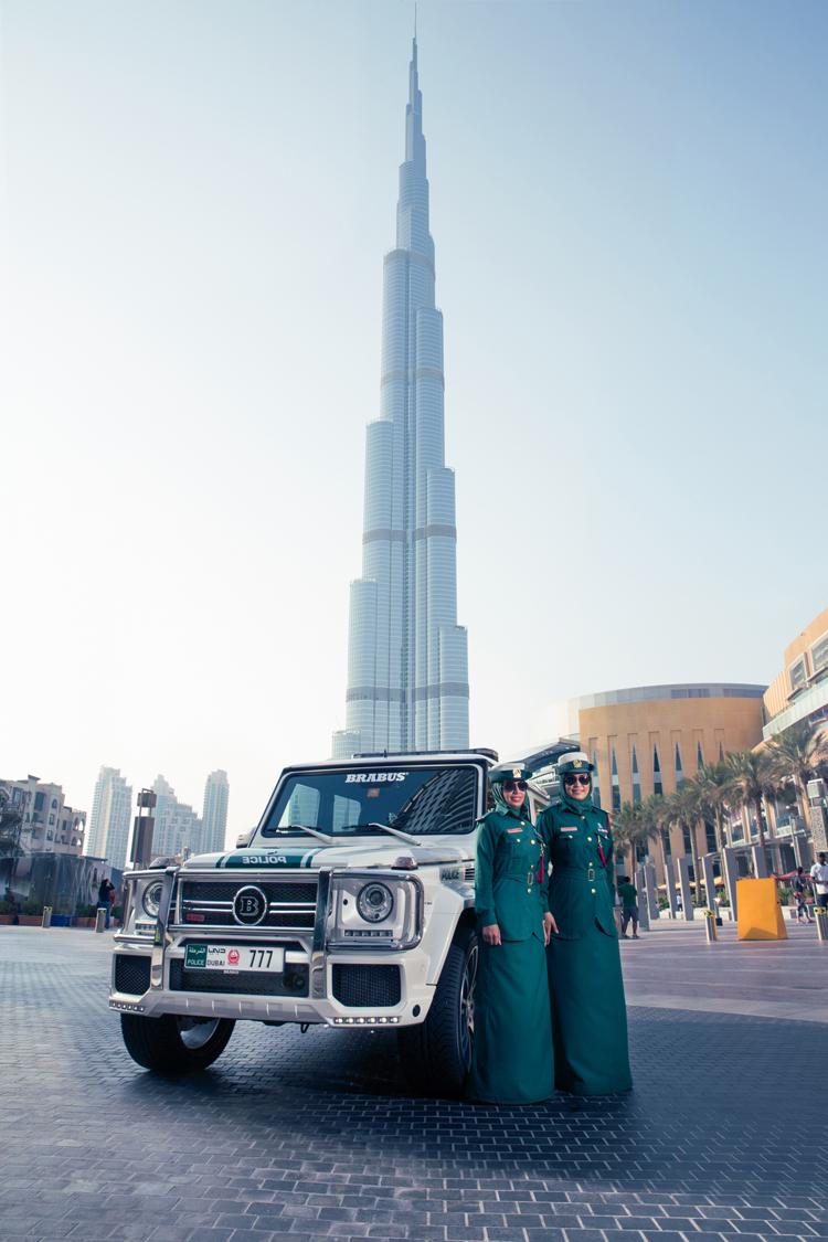 Nó có thể tăng tốc từ 0-100 km/h chỉ trong 4,9 giây và đạt tốc độ tối đa 240 km/h. Brabus B63S 700 Widestar Dubai Police Edition được tranh bị hộp số 7 cấp của AMG.
