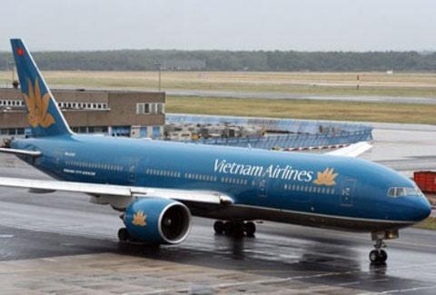 Lịch máy bay thay đổi liên tục vì bão Haiyan - 1