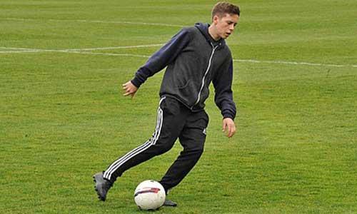 Cậu cả nhà Becks ứng tuyển tại Fulham - 1