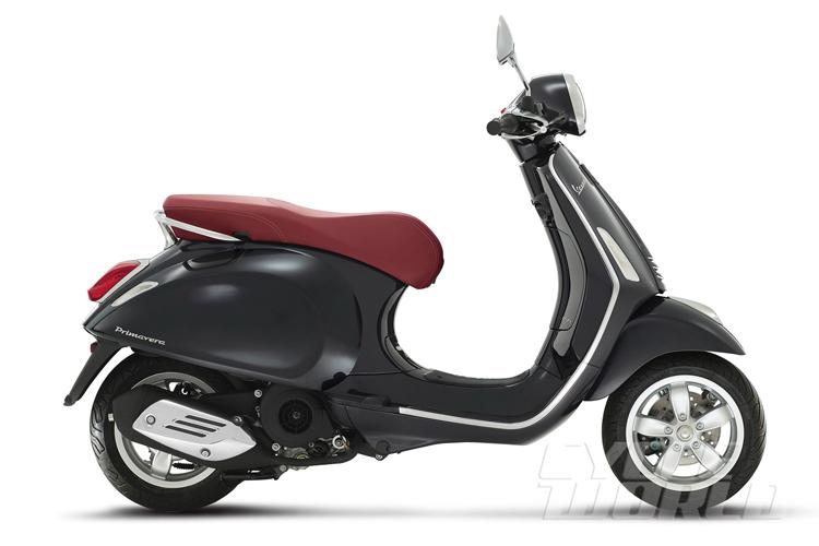 Theo hãng xe Ý, Vespa Primavera chỉ tiêu thụ lượng nhiên liệu 1,56 lít/100 km khi chạy đều ở vận tốc 50 km/h. Dự đoán, đây là mức tiêu hao nhiên liệu của Vespa Primavera phiên bản 50 phân khối.