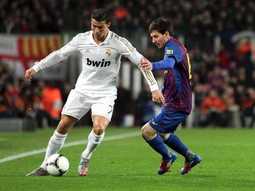 Theo Wenger, Ronaldo đang vượt trên Messi - 1