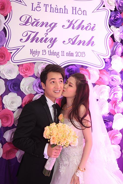 Thủy Anh liên tục hôn Đăng Khôi trong lễ cưới - 1