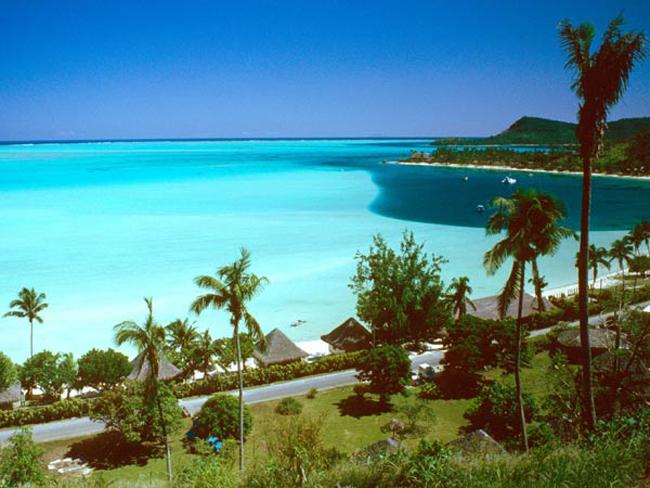 Bora Bora là một hòn đảo ở Polynésie, Pháp, chỉ một đêm ở thành phố xinh đẹp này bạn cũng sẽ phải chi khoảng 801$ (khoảng 17 triệu đồng). Nếu bạn nghỉ tại đây 1 tuần chi phí sẽ lên tới 100 triệu đồng. Đây cũng là sự lựa chọn cho kỳ nghỉ của rất nhiều nhân vật nổi tiếng như Meg Ryan, Charlie Sheen và Marlon Brando.