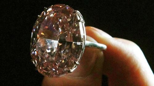 Viên kim cương có giá kỷ lục 83 triệu USD - 1
