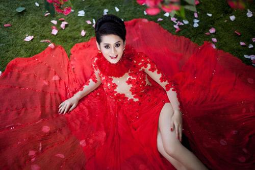 Lại choáng với váy cưới Lâm Chí Khanh - 1