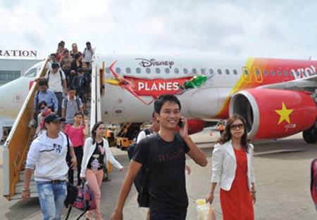 Vé máy bay Tết: Vắng khách vì giá cao - 1