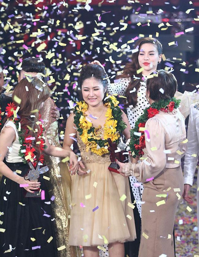 Giây phút đăng quang trở thành quán quân The Voice mùa đầu tiên của Hương Tràm.