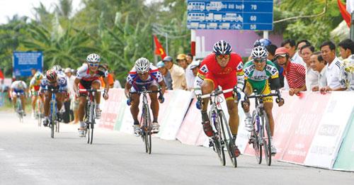 Khai mạc giải đua xe đạp Nam Kỳ Khởi Nghĩa: Xe đạp lên voi - 1