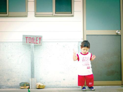 Nhiễm trùng tiểu vì sợ nhà vệ sinh trường - 1