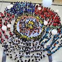 Bạn trẻ - Cuộc sống - Bông hoa kỷ lục mừng ngày nhà giáo VN