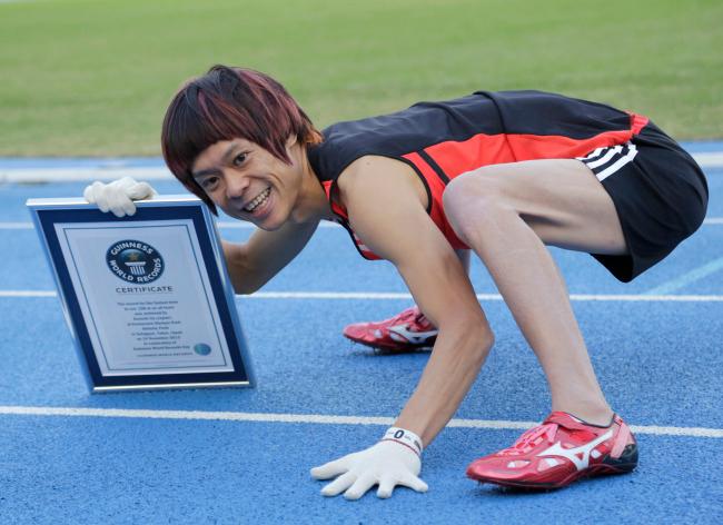 Anh vượt quãng đường 100m với thời gian 16,87 giây