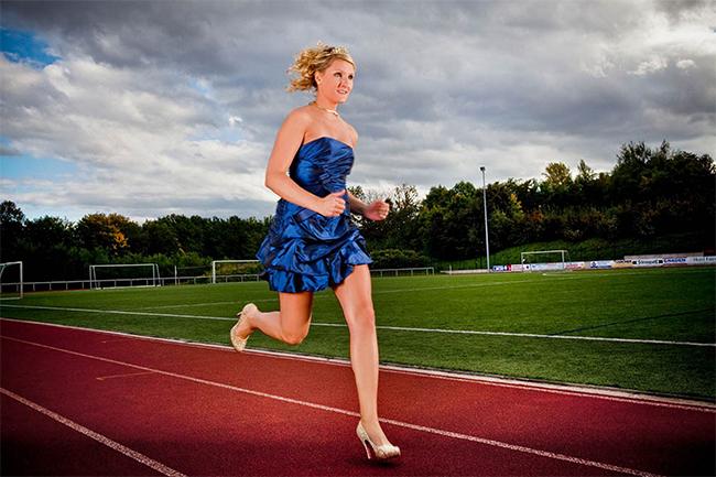 Người phụ nữ chạy trên giày cao gót nhanh nhất. Đó là cô Julia Plecher vượt quãng đường 100m với thời gian 14,531 giây