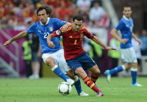 Xavi, Pirlo, Scholes: Đi tìm số 1 - 1