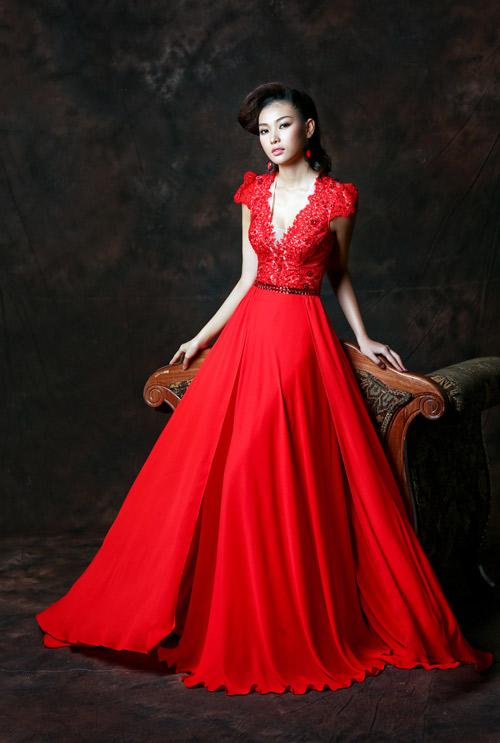 Bích Khanh xinh đẹp với đầm dạ hội - 1