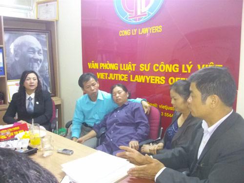 Nhiều luật sư trợ giúp ông Chấn đòi bồi thường - 1