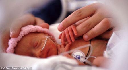 Bé trai sinh non dễ tử vong hơn bé gái - 1