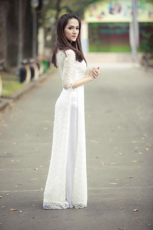 Hương Giang Idol nữ tính với áo dài trắng - 1
