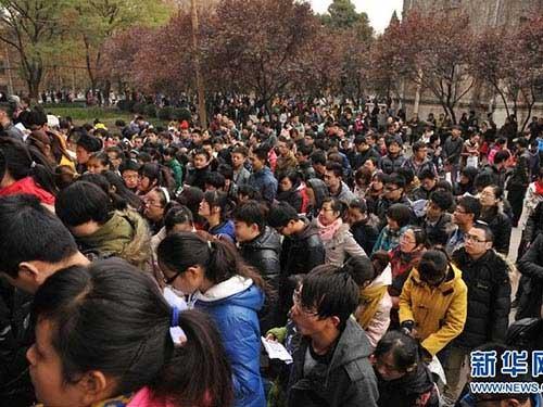 """Trung Quốc: """"Sứt đầu, mẻ trán"""" vì thi công chức - 1"""