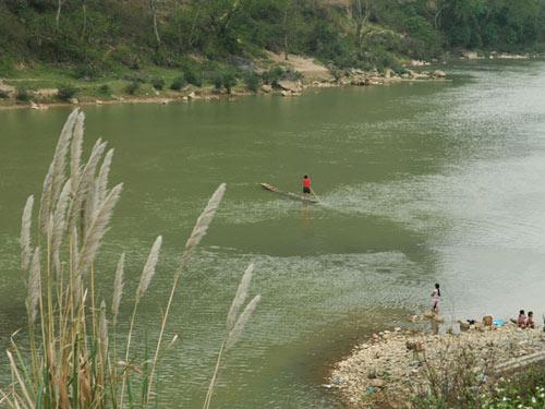 Bè nứa lướt chậm ở Sông Đà - 1