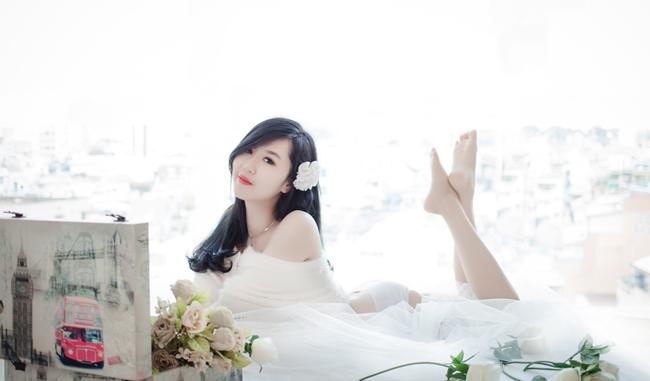 Hot girl Nu Phạm khoe bờ vai trần quyến rũ