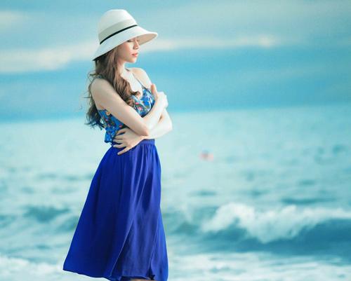 Hà Hồ đẹp dịu dàng trước biển - 1