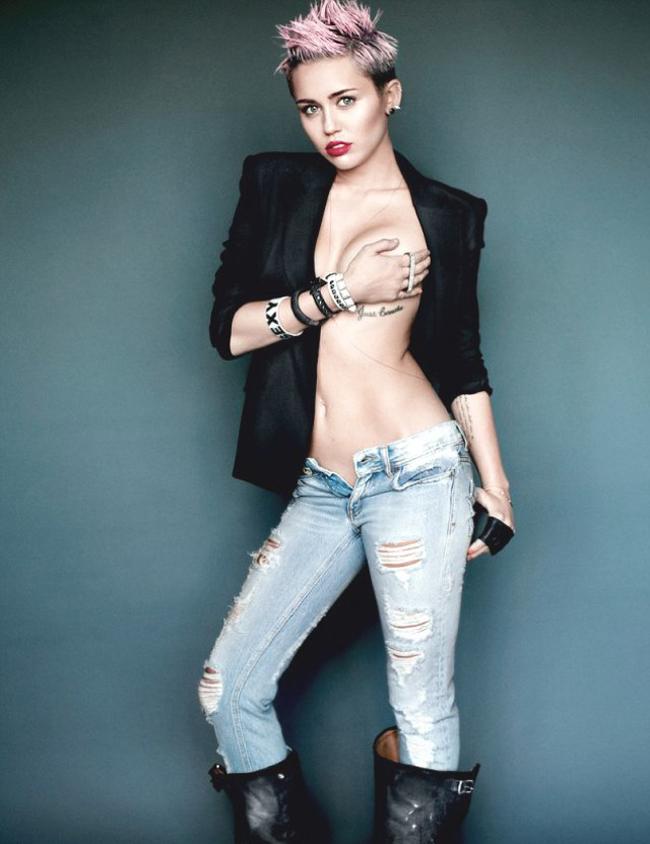Đây là một bức hình khác cô chụp cho tạp chí, cho thấy cô đã hoàn toàn khác.