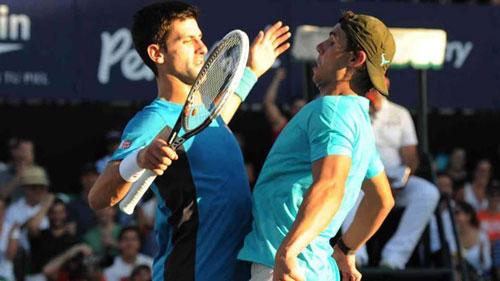Djokovic pha trò nhái điệu bộ Nadal - 1