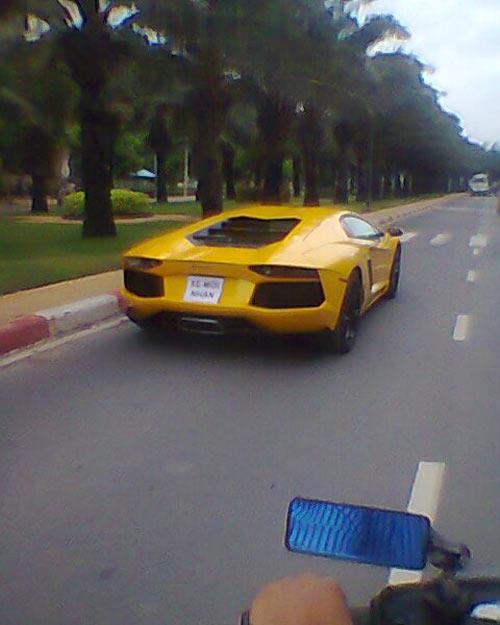 Lamborghini Aventador màu vàng thoắt ẩn, thoắt hiện tại VN - 1