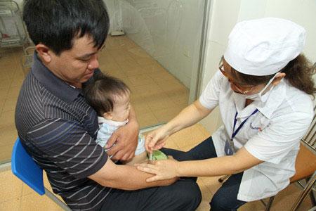 Trĩu nặng lo âu từ vắc xin Quinvaxem - 1