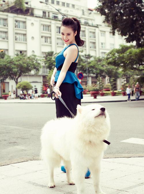 Angela Phương Trinh quyến rũ bên thú cưng - 1