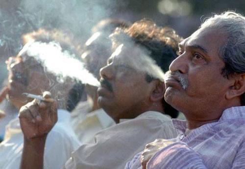 Ly dị vợ vì… 1 điếu thuốc lá - 1