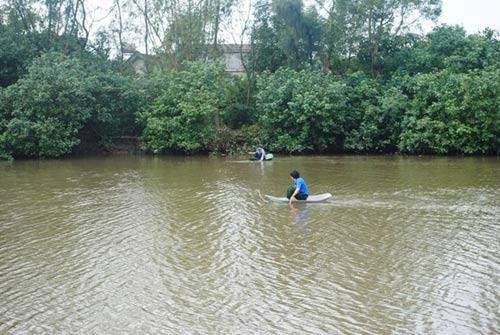 Đi đánh cá, phát hiện xác nữ sinh trôi sông - 1