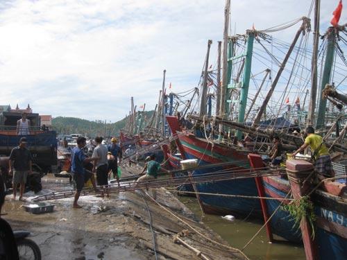 Đắm tàu ở Nghệ An: Chiều nay, 2 ngư dân về bờ - 1