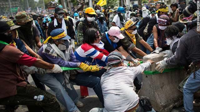 Phe biểu tình ra tối hậu thư với Thủ tướng Thái - 1
