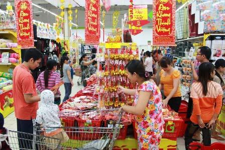 Kinh tế khó khăn siêu thị vẫn tăng mạnh hàng Tết - 1