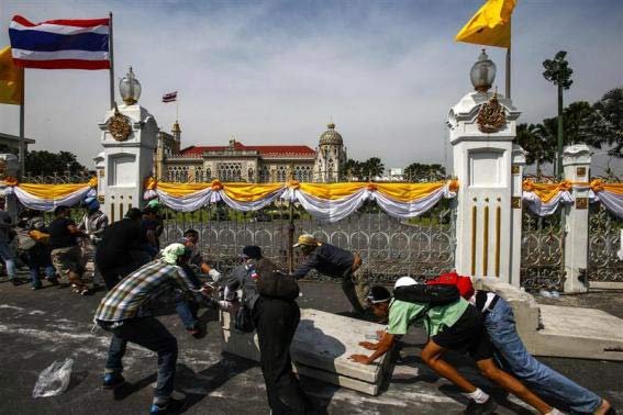 Thái Lan: Cảnh sát nhượng bộ người biểu tình - 1